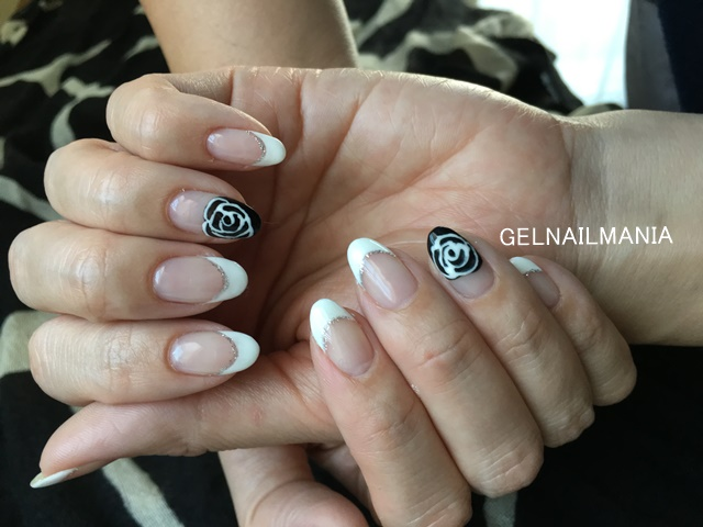 白フレンチネイル+黒い薔薇