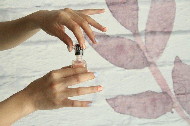 Nail Hands Nail Polish - yunyaduoer / Pixabay